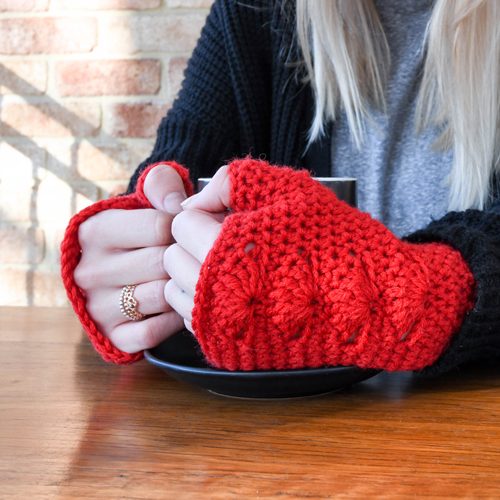 Shells Mitts Crochet Pattern – in Red