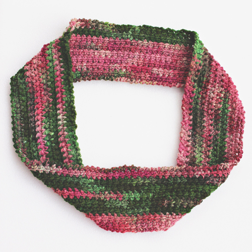 Linky-loo Cowl Crochet Pattern by ReVe Design Co - flat lay