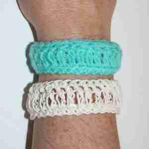 Loopy Bracelet Crochet Pattern by ReVe Design Co - US Terms - learn a brand new crochet stitch